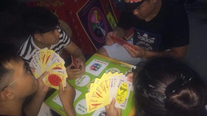 Chơi thẻ chữ Việt